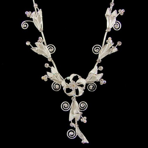 Flower Swirl Fashion Necklace in Silver