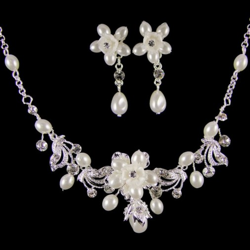 Beatrice Pearl Bridal Necklace Set (Silver/White)